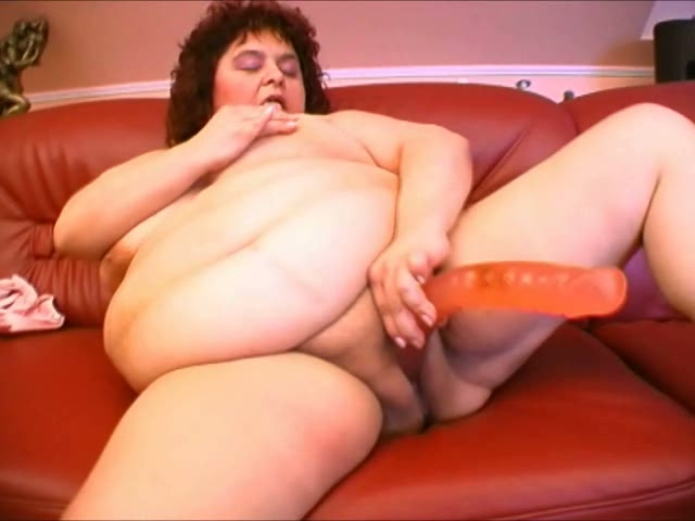Super Fat White Woman Trying To Ream Her Pussy With A -2916