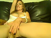 My mature amateur webcam friend plays with her pussy in solo video