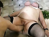 BBW gets her loose wet pussy reamed with hands