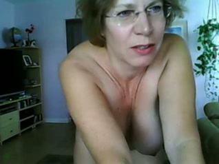 Mom showed me her tits