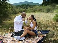 Amateur brunette enjoys ardent sex during a picnic