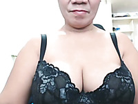 This chubby Pinay granny webcam model is quite attractive