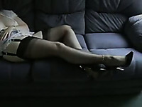 Mature cougar wife masturbating on the couch on cam