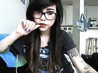 Sexy emo slut in knee socks is stimulating her pussy with her Hitachi wand