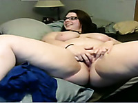 Curvaceous white amateur girl on webcam gives me great show
