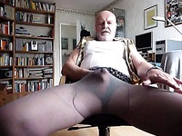Old bearded geezer wearing pantyhose jacking off on webcam