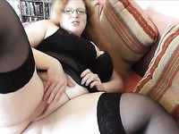 Self confident mature slut is flaunting her enormously huge ass