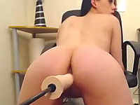 This powerful fucking machine makes this chick squirt