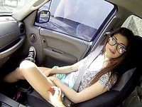Gorgeous well shaped brunette sexpot would love to suck dick in car