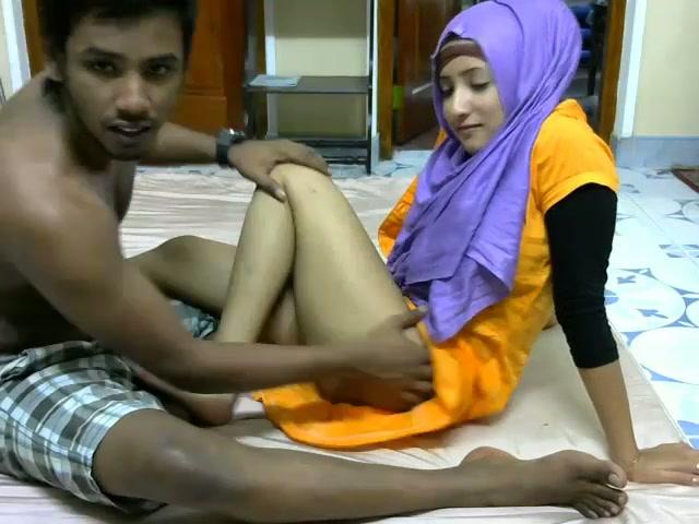 Dark Skinned Srilankan Couple Enjoys Spooning On Webcam -7259