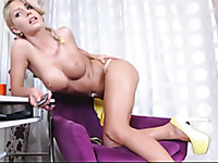 Wondrous big breasted bright blonde babe played with her sweet cunt