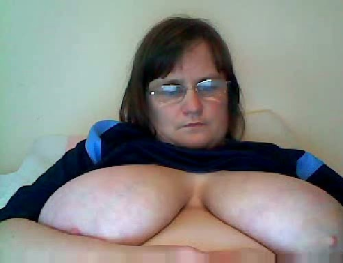 Bbw reveals titties