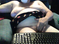 Fat slut is playing with her twat on a web camera