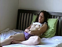 Tempting girlfriend experiences orgasm masturbating with sex toy