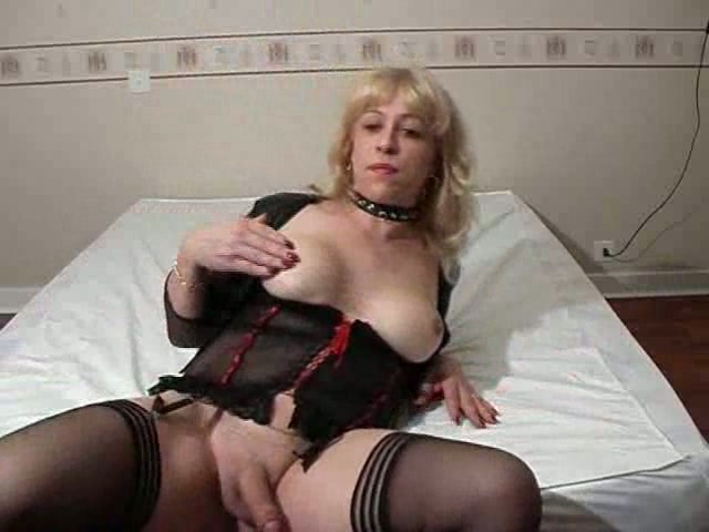 Older shemales cumming on webcam