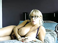 This curvy MILF has ageless beauty and she loves masturbating on cam