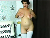 Sexy amateur MILF with gorgeous big boobies was posing all nude