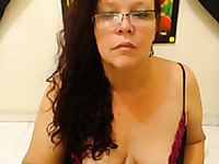 Deliciously fat mature woman really enjoys camming