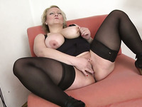 Pallid big bottomed chubby blonde mature housewife masturbated like pro