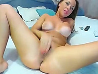 This webcam model knows how a woman should suck and ride a dildo