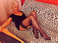 White haired amateur oldie in sexy stockings went solo on webcam