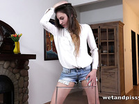 A great shorts peeing video with a pee loving vixen who loves attention