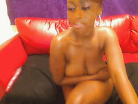 Hot black girl shakes her big bubbled ass on a cam