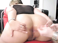Voluptuous BBW babe spreads her butt cheeks so plug big dildo in her butt hole