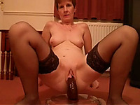 Sex-starved mature slut puts on an awesome show for me