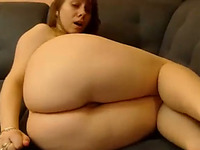 This webcam model is a full figured curvy stunner with a phat ass