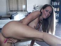Amateur blonde MILF camgirl with vibratoy masturbated on webcam