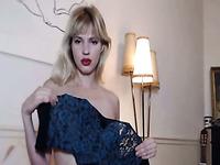 hot blonde babe loves pleausring her dildo