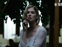 Sexy and hot actress Rosamund Pike actually doesn't mind being nude on cam