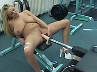 Juggy blonde whore loves to play with sex machine