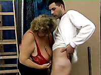 The dick of that skinny young boy needs to please this fat cougar