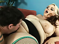 Fat chick riding that long thick cock in reverse